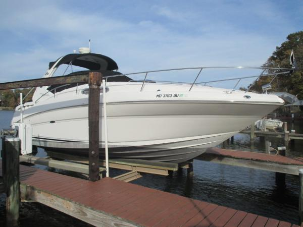 Sea Ray 320 Sundancer Starboard Bow