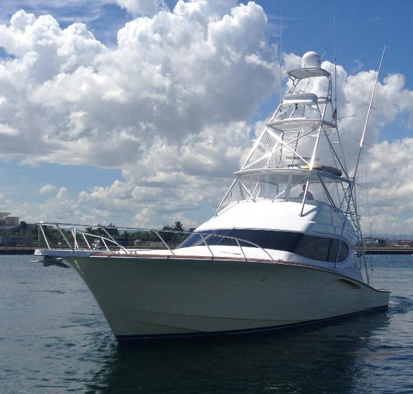 Hatteras 54 Convertible Port Bow View