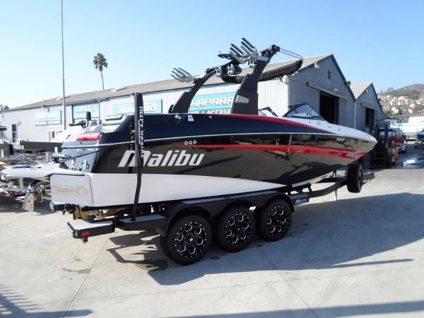 Malibu Boats M235