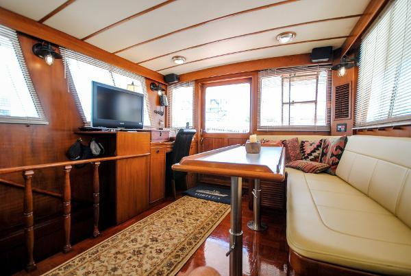 Lien Hwa Marine Trader 50 Stabilized Trawler Salon