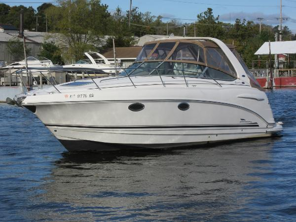 Chaparral 290 Signature ON THE WATER
