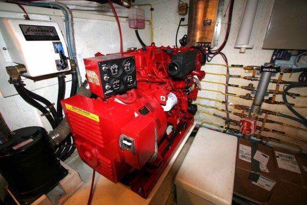 Photo Westerbeke 12.5 generator