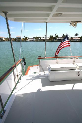 Aft deck and hardtop (no teak decks to maintain)