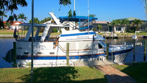Marine Trader Sundeck Fb Starboard Profile