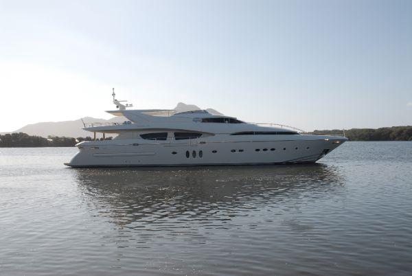 White hull