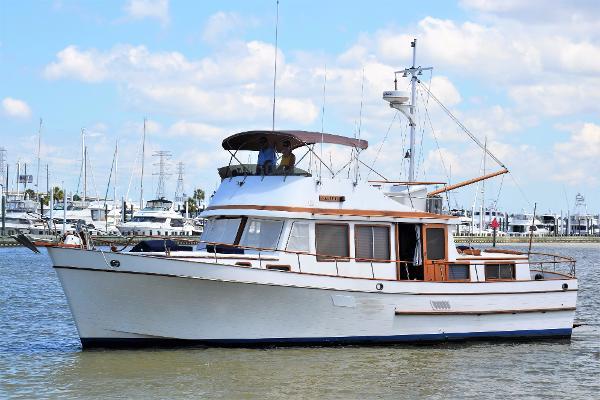 Marine Trader 44 Tri Cabin Profile