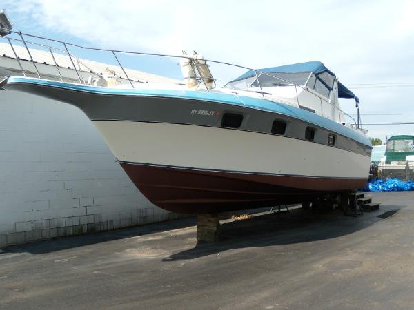 Cruisers Yachts 3370 Espirit