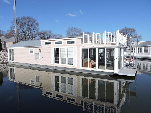Harbor Home Upper Deck
