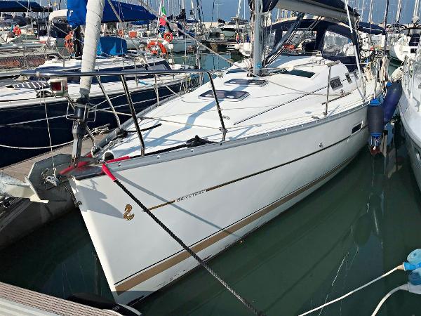 Beneteau Oceanis Clipper 323 Image 1