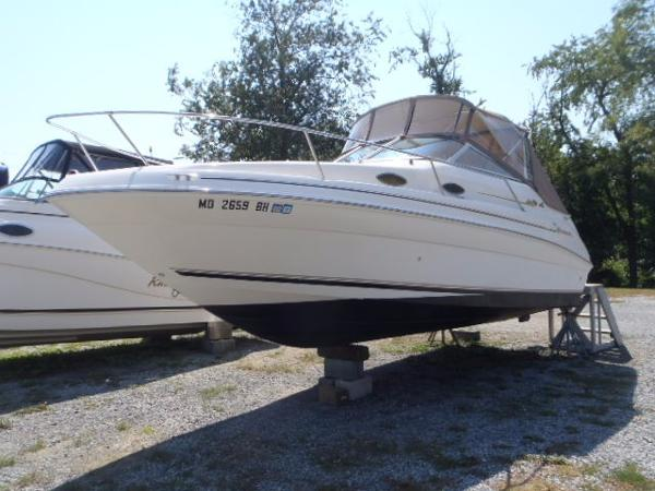 Sea Ray 240 Sundancer Port Bow