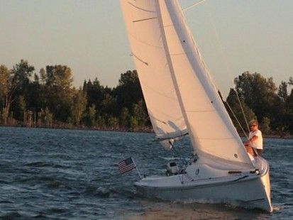 Hunter 216 Sailing