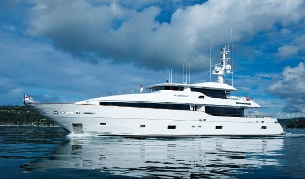 Monte Fino 122 Tri-deck Monte Fino 122