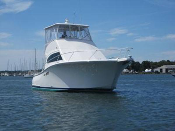 Luhrs Convertible Flybridge Profile