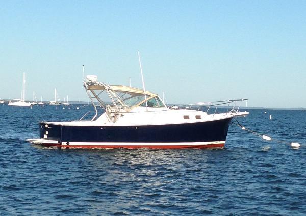 Mainship Pilot 30-II STBD Side