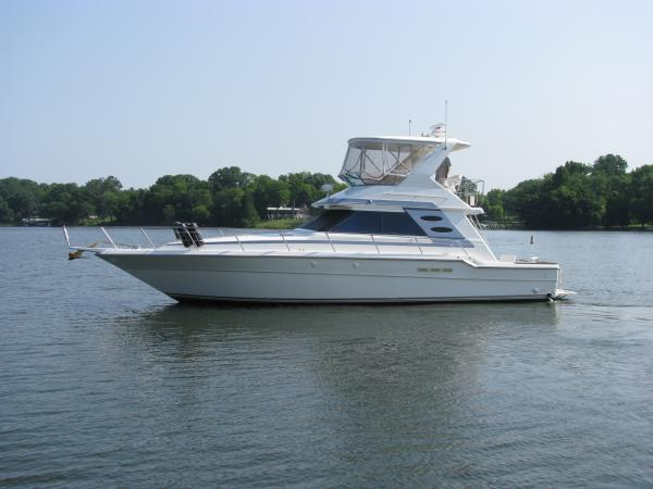 Sea Ray 440 Convertible
