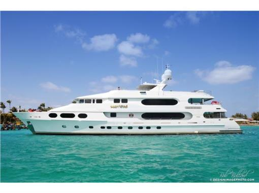 Christensen Yachts TRI-DECK