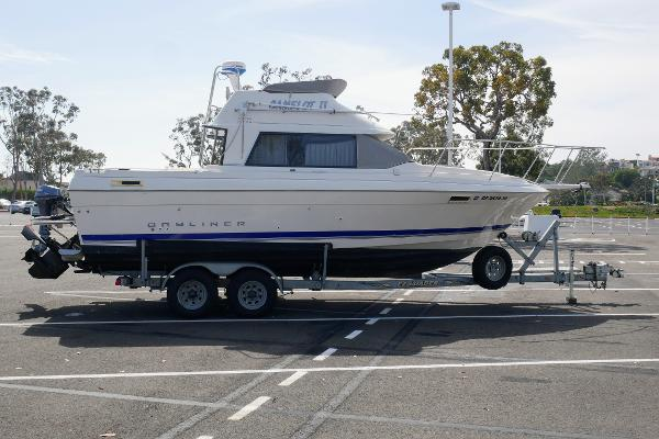 Bayliner Flybridge Cabin Cruiser