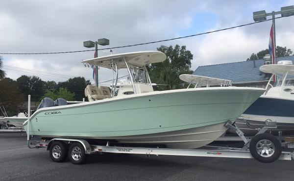 Cobia Boats 261 Center Console