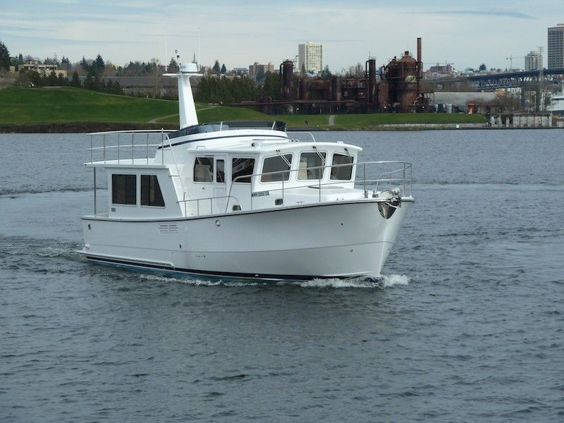 Helmsman 43 Pilothouse