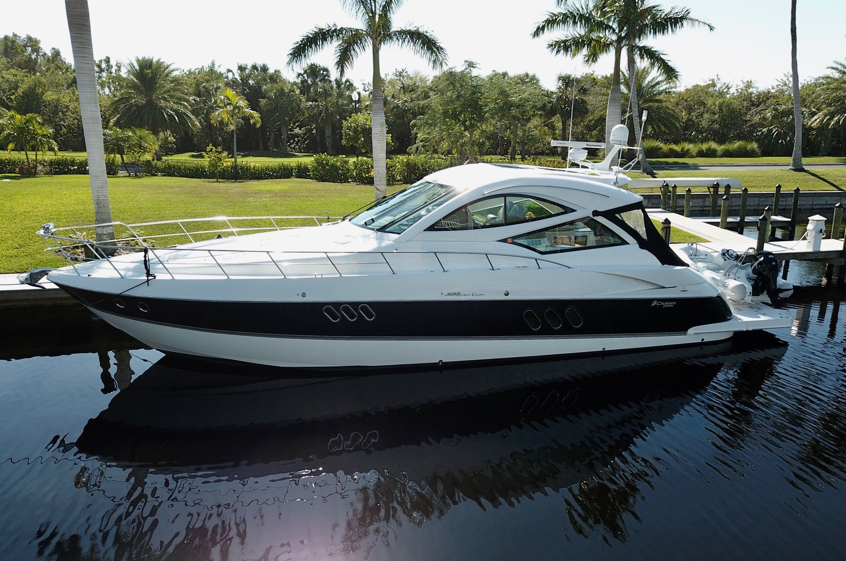 Cruisers Yachts 520 Sport Coupe