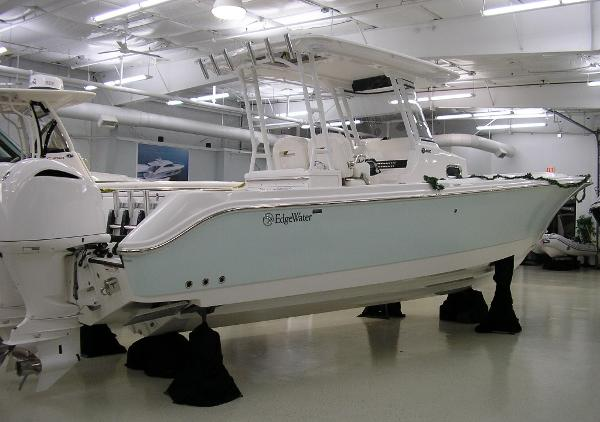 Edgewater 320 CC Sister Ship (Ice Blue)