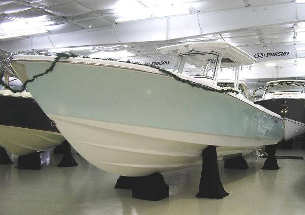Edgewater 320 CC