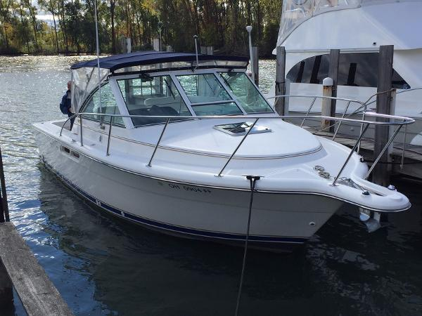 Tiara 2900 Coronet Starboard  Bow