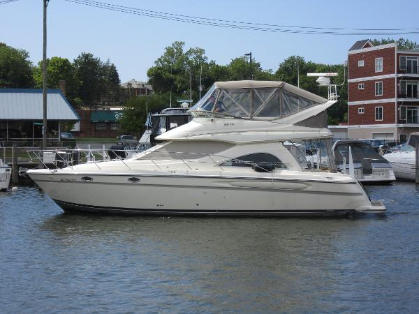 Maxum 4100 SCB ON THE WATER