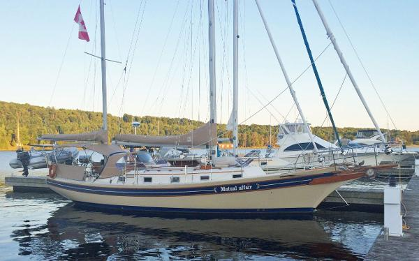 Bayfield 40 dockside