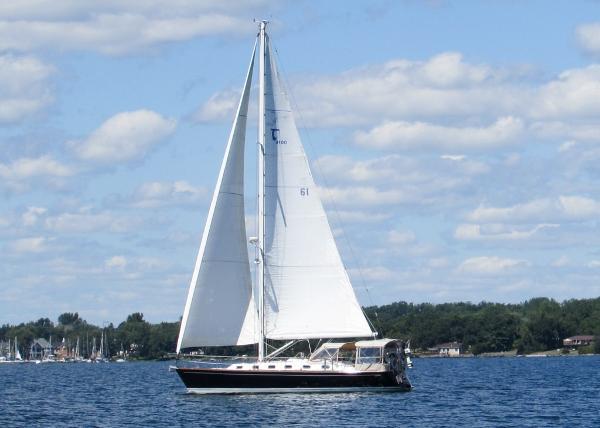 Tartan 4100 Under Sail