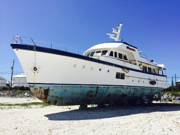 Feadship Classic Canoe Stern Current condition (May 16, 2015)