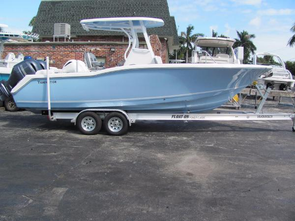 Tidewater Boats 252 LXF Sistership