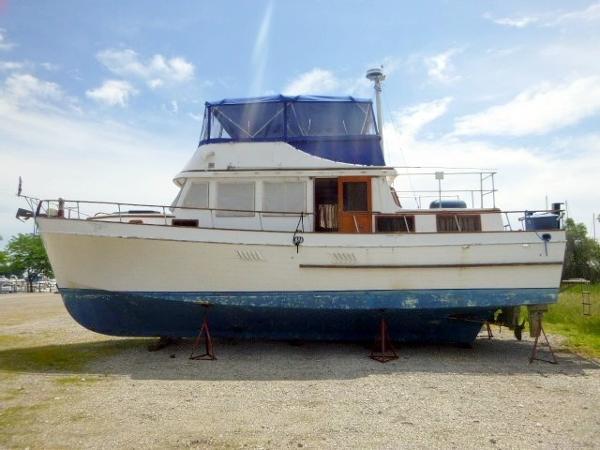Marine Trader 44 Tri Cabin