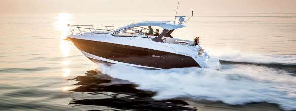 Cruisers Yachts 39 Express