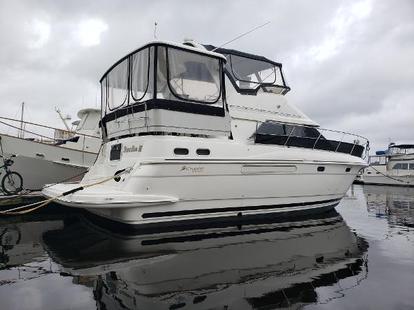 Cruisers Yachts 3650 STARBOARD REAR