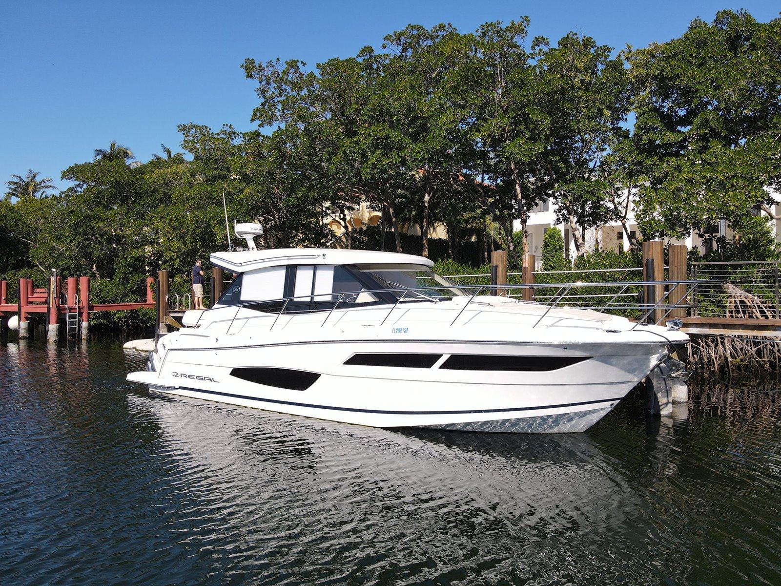 Regal Outboard 38 XO