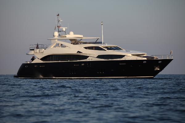 Sunseeker 34M Yacht Side View