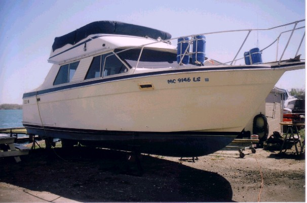 Tollycraft 30 Sport Cruiser side