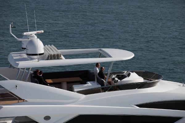 Sunseeker 80 Yacht Flybridge
