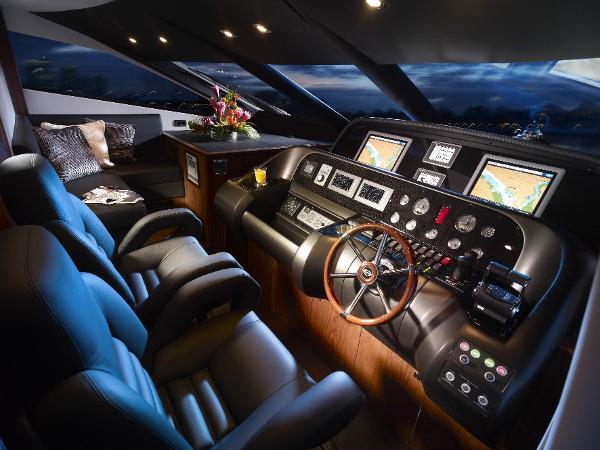 Sunseeker 80 Yacht Helm