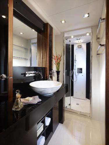 Sunseeker 80 Yacht Bathroom