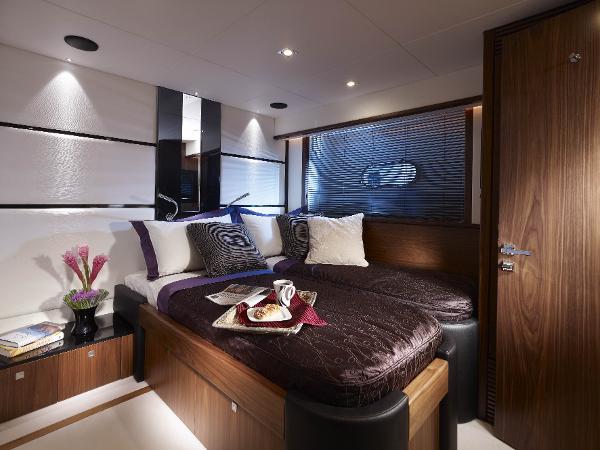 Sunseeker 80 Yacht Cabin
