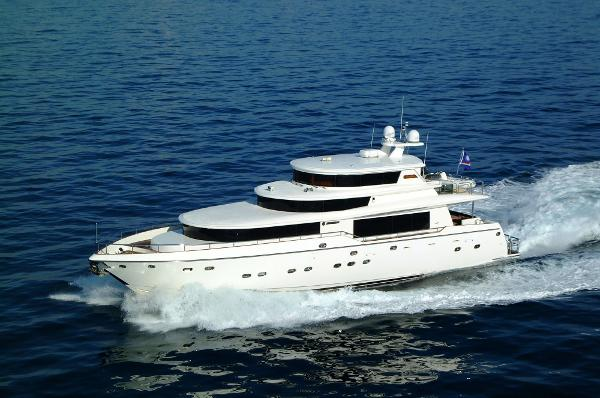 Johnson 87 Motor Yacht Sky-Lounge