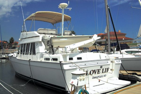 Mainship 430 Trawler Love Life