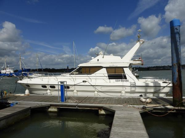 Princess 45 Flybridge Port side profile