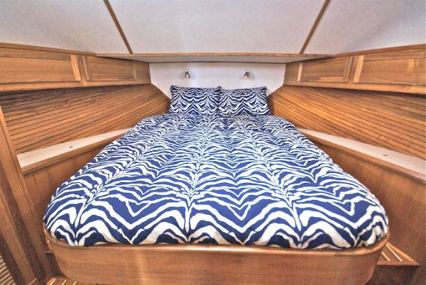 Queen-size Master Berth