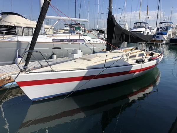 Pacific Boats Olson 30 At the dock