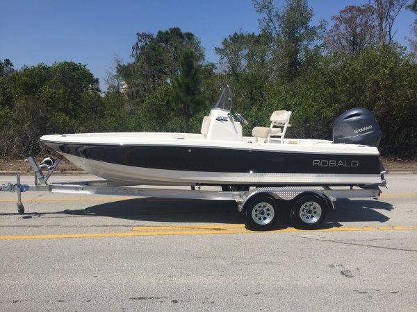 Robalo 206 Cayman Bay Boat