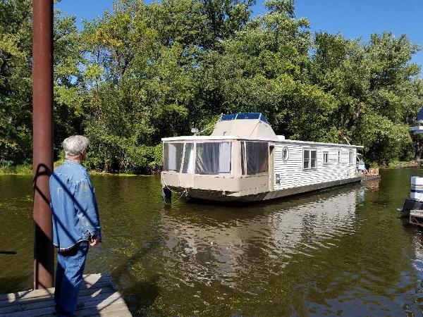 Stardust Cruisers Live Aboard Houseboat