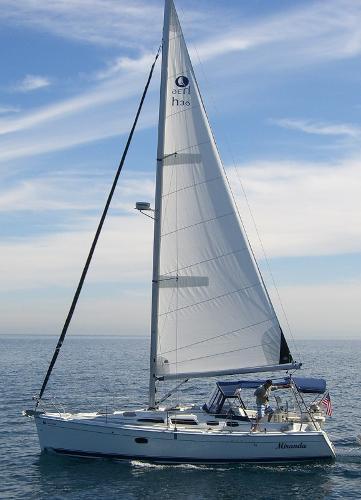 Hunter 36 Miranda under sail